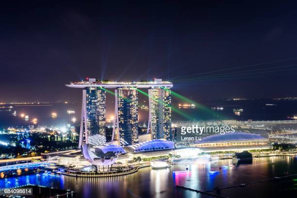 city night view, marina bay, singapore. - marina bay sands stock-fotos und bilder