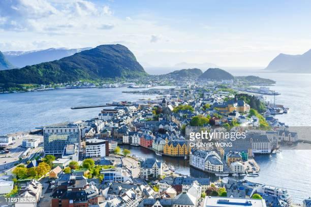 ciudad de alesund, noruega - noruega fotografías e imágenes de stock