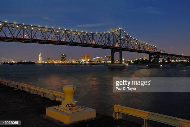 city of baton rouge framed by bridge - baton rouge stock pictures, royalty-free photos & images