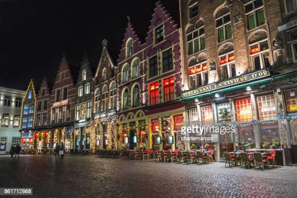 ciudad de Brujas en la noche