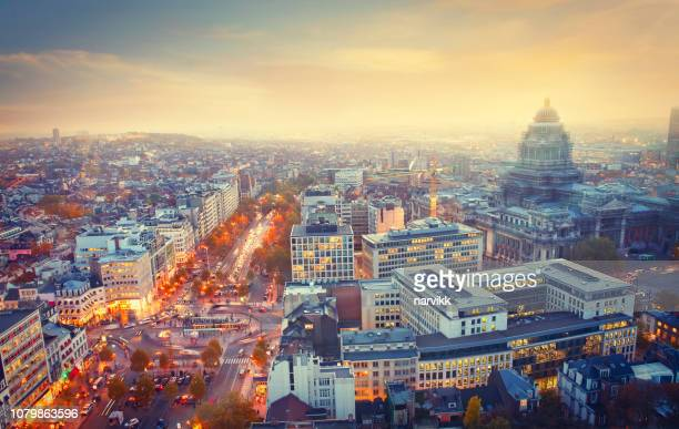 city of brussels by twilight - bélgica imagens e fotografias de stock