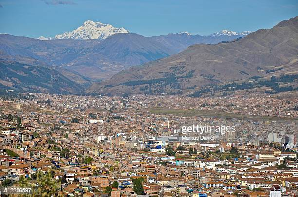 "city of cusco, peru and snow covered mountain - ""markus daniel"" stock-fotos und bilder"