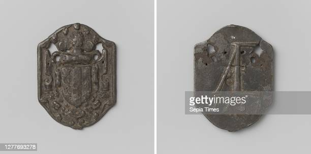 City of Gouda, good for a ton of peat and a gift in money, medal of irregular shape. Front: coat of arms in elegant cartouche. Reverse: monogram of...