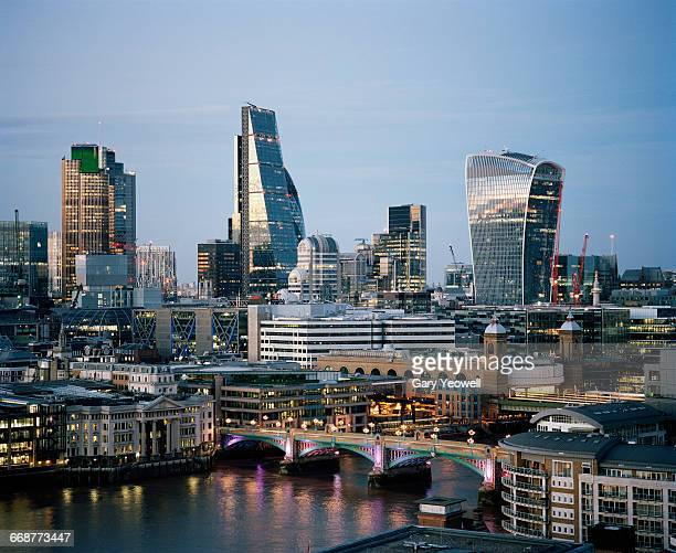 city of london and river thames at dusk - financial district stock pictures, royalty-free photos & images