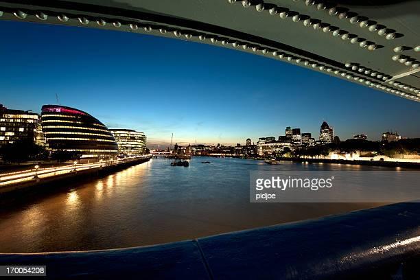 city di londra di notte - tower bridge foto e immagini stock