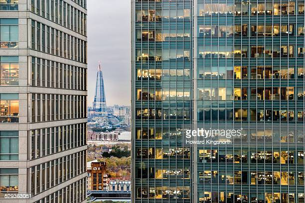 city of london looking west - wolkenkratzer stock-fotos und bilder