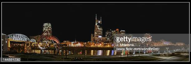 city of nashville at night - nashville skyline stock pictures, royalty-free photos & images