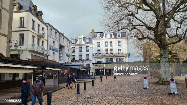 city of saint malo - intra muros, inside the ramparts, brittany, france - ille et vilaine stock pictures, royalty-free photos & images