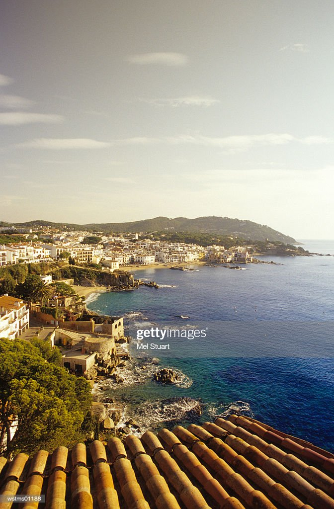 City on beach, Calella de Palafrugell, Costa Brava, Catalonia, Spain : Foto de stock