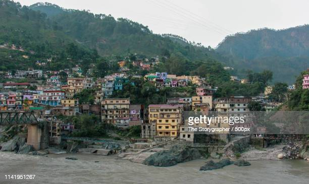 a city on the banks of river ganga - the storygrapher stock-fotos und bilder
