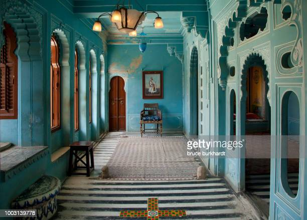 city palace in udaipur, rajasthan, india - palace stock pictures, royalty-free photos & images