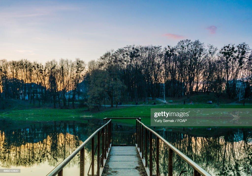 City park with idyllic lake : Stock Photo