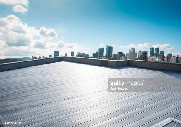 city  parking  lot - 屋根 ストックフォトと画像