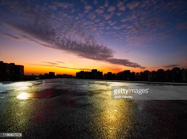city parking lot - abenddämmerung stock-fotos und bilder