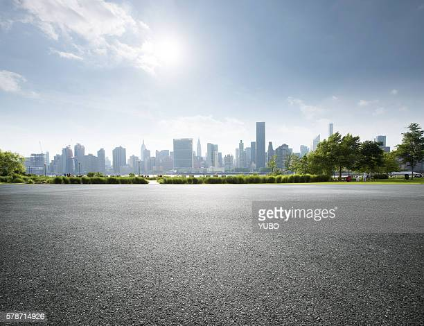 city parking lot - skyline foto e immagini stock