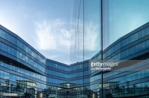 city reflections - città di zurigo foto e immagini stock