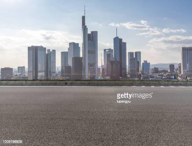 city road of frankfurt - frankfurt stock-fotos und bilder