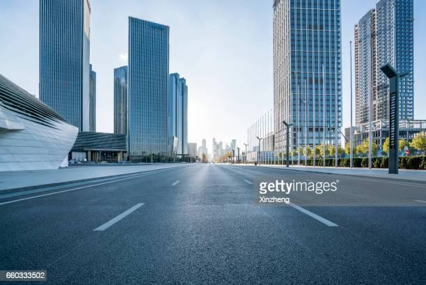 city road - 商業地域 ストックフォトと画像