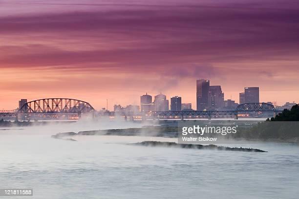 city skyline along ohio river and morning fog - オハイオ川 ストックフォトと画像