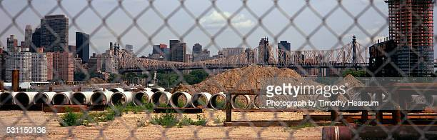 city skyline and bridge as seen through chain link fence - timothy hearsum stock pictures, royalty-free photos & images