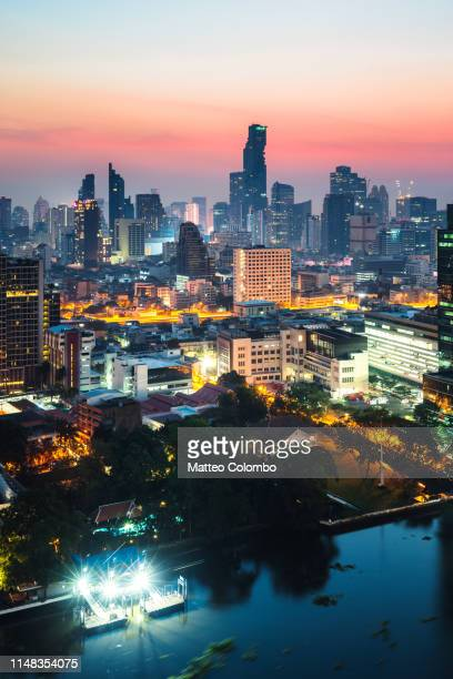 city skyline at dawn, bangkok, thailand - シーロム ストックフォトと画像