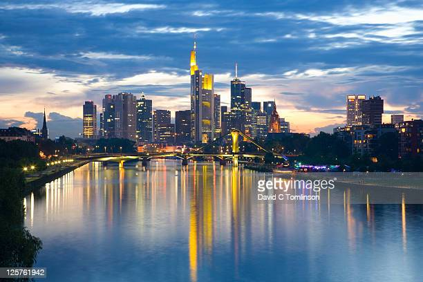 city skyline at dusk, frankfurt am main, germany - frankfurt am main stock-fotos und bilder