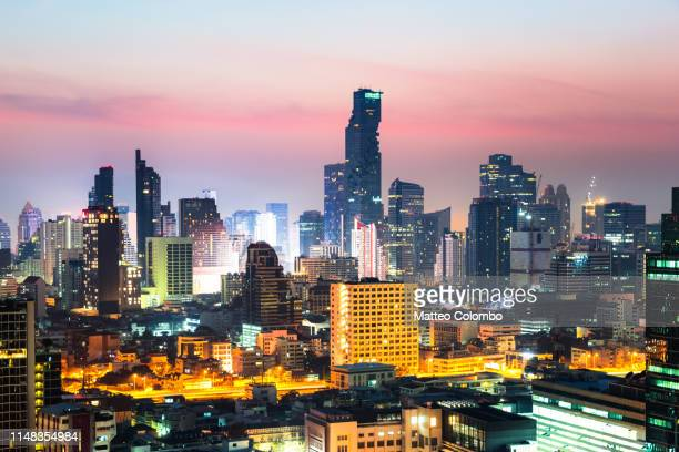 city skyline at sunrise, bangkok, thailand - シーロム ストックフォトと画像