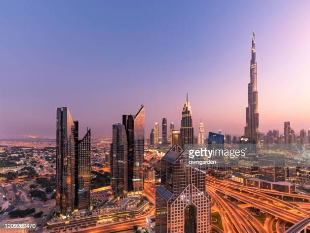 city skyline in dubai at sunset - burj khalifa stock pictures, royalty-free photos & images