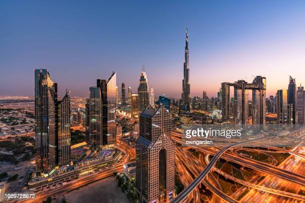 city skyline in dubai - dubai stockfoto's en -beelden