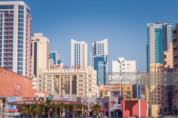 city skyline in manama, bahrain - bahrain stock-fotos und bilder