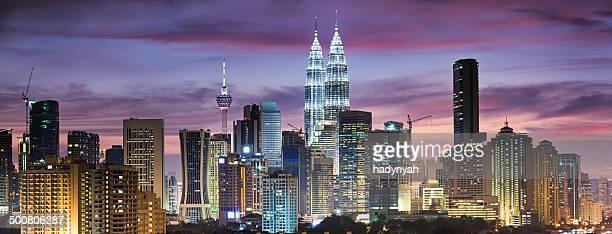 Horizonte de la ciudad de Kuala Lumpur al atardecer, VISTA PANORÁMICA