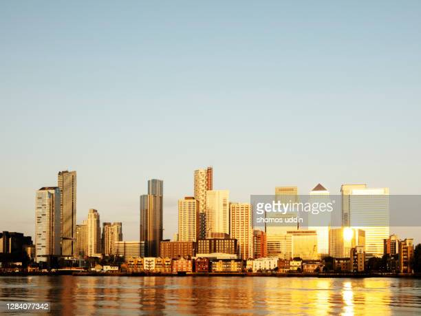 city skyline of london canary wharf at sunrise - skyline stock pictures, royalty-free photos & images