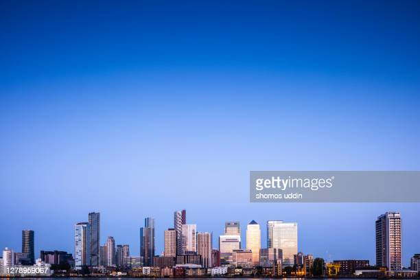 city skyline of london canary wharf at twilight - london docklands stock pictures, royalty-free photos & images