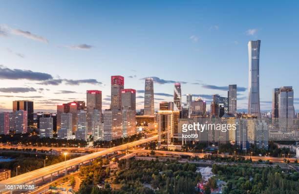 de skyline van de stad panoramic - zonsopgangen en zonsondergangen stockfoto's en -beelden