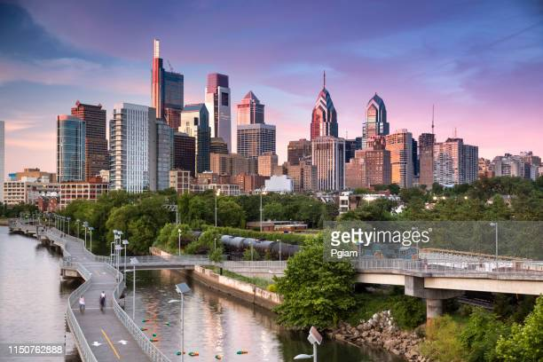 city skyline view of philadelphia pennsylvania - philadelphia pennsylvania stock pictures, royalty-free photos & images