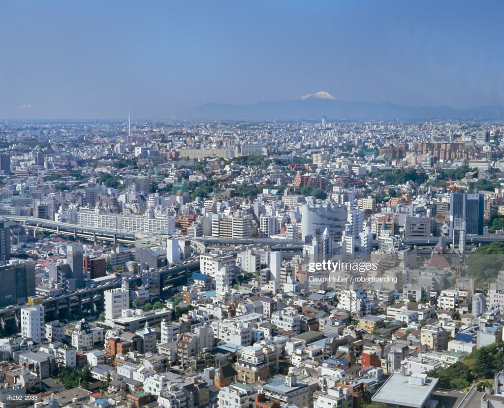 City skyline with Mount Fuji in the distance, Tokyo, Honshu, Japan, Asia : Foto de stock