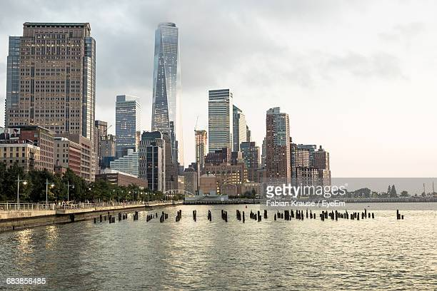 city skyline with waterfront - hudson river stock pictures, royalty-free photos & images