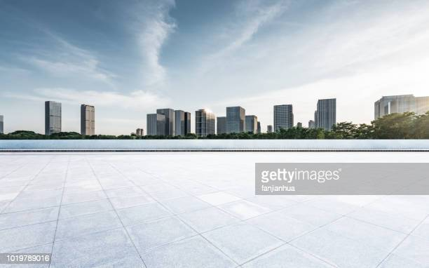 city square - horizon over land stock pictures, royalty-free photos & images