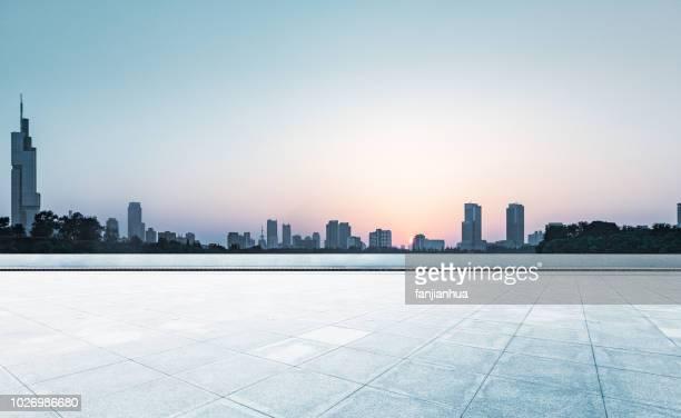 city square,shanghai - punto di fuga foto e immagini stock
