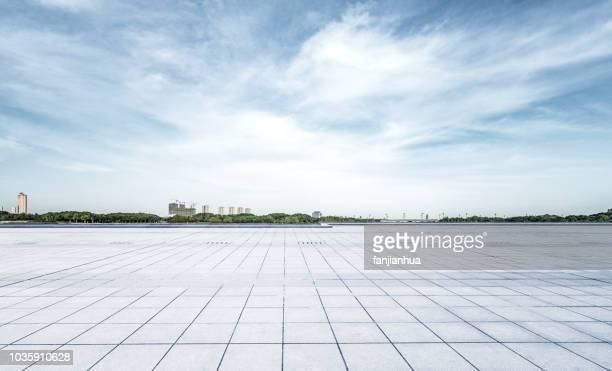city square,tianjin - punto di fuga foto e immagini stock