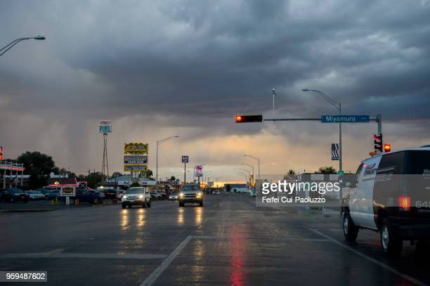 city street and traffic at gallup, new mexico, usa - red light stock pictures, royalty-free photos & images