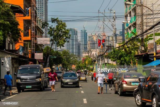 city street in mandaluyong metro manila während der krise - hauptstadtregion stock-fotos und bilder