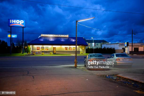 city street of coeur d'alene, idaho, usa - ihop stock pictures, royalty-free photos & images