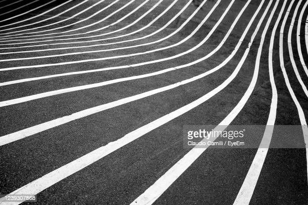 a city street with crooked road lines creates a fun geometric pattern - 境界線 ストックフォトと画像