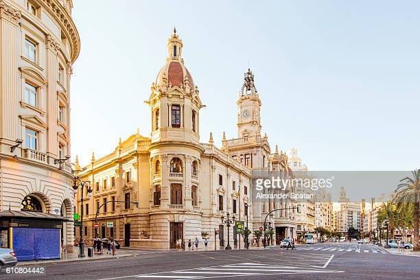 city street with view towards city hall, plaza del ayuntamiento, valencia, spain - valencia spanje stockfoto's en -beelden
