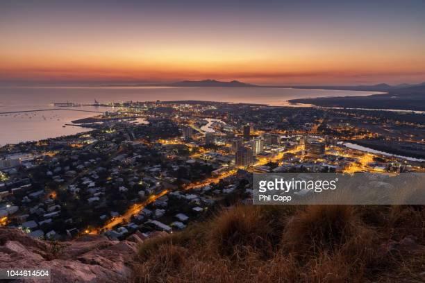 city sunrise - townsville australia fotografías e imágenes de stock