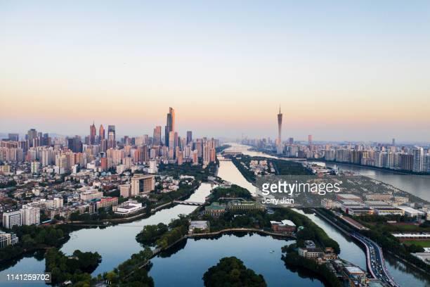 city sunset with red sky,guangzhou - província de guangdong - fotografias e filmes do acervo