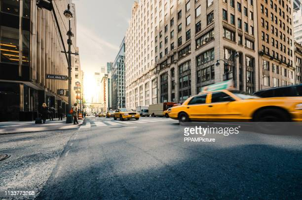 ny city traffic - new york city stock pictures, royalty-free photos & images