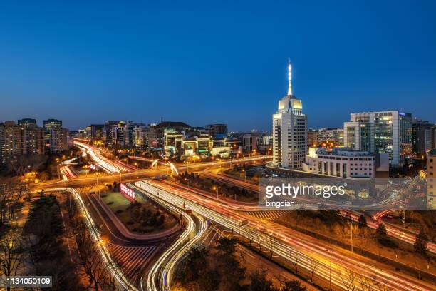 city traffic - twilight stock pictures, royalty-free photos & images