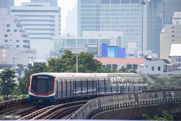 city train in bangkok of thailand - バンコク・スカイトレイン ストックフォトと画像